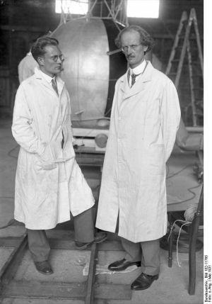 Paul Piccard en compagnie de son assistant Paul Kipfer (1905-1980)