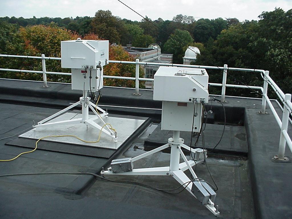 Das zweite Brewer Spektrophotometer auf dem Dach des KMI in Ukkel.